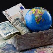 تاثیر گمرک بر شرکت های بازرگانی ، ترخیص کالاهای وارداتی و جذب سرمایه گذاری خارجی و صادرات کالا به خارج